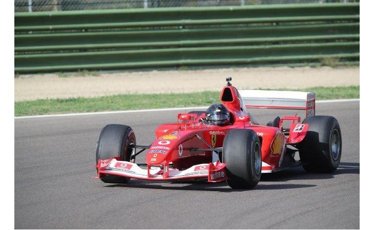 Il mito delle Ferrari rivive all'autodromo, in pista anche le «rosse» di Michael Schumacher