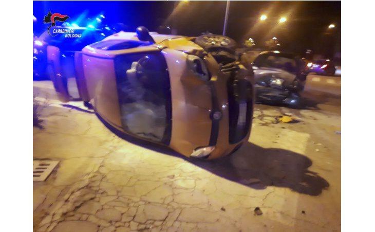 Scontro tra auto, donna resta incastrata nell'abitacolo. Durante il salvataggio ferito maresciallo dei carabinieri