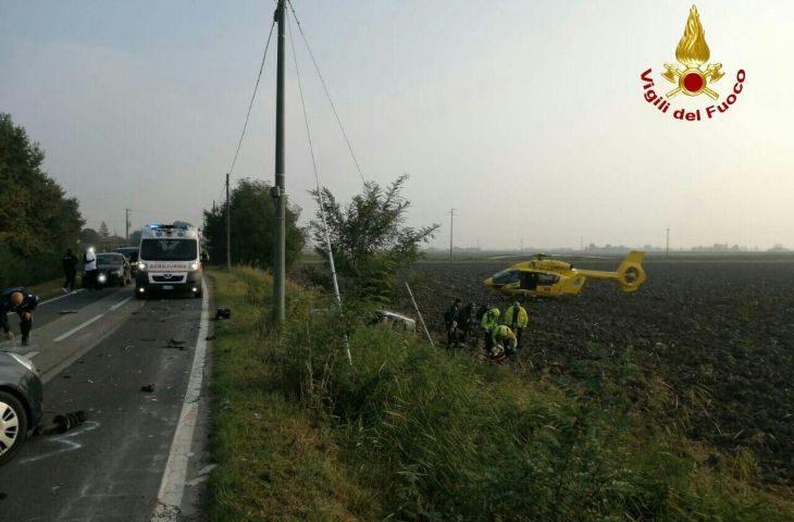 Frontale in via Correcchio, due feriti. Intervenuti Vigili del fuoco ed elisoccorso