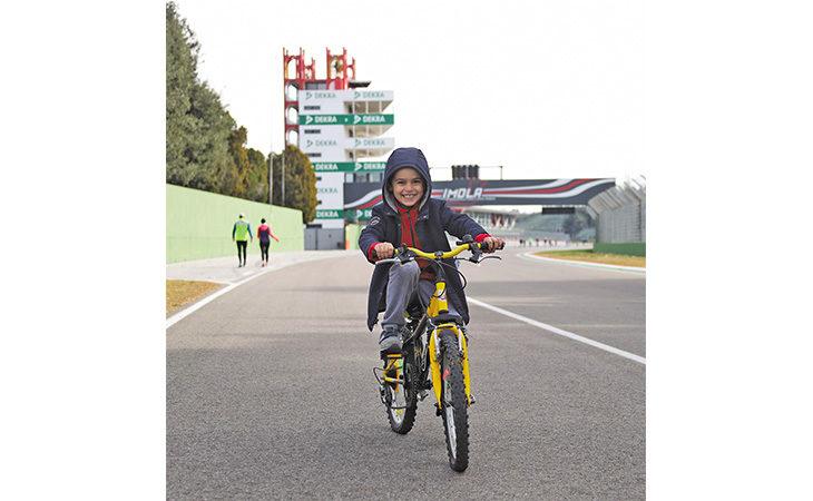 Aperture autodromo, stasera tutti in pista all'«Enzo e Dino Ferrari»