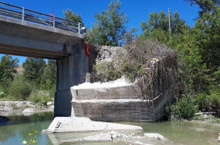 Via ai lavori per riaprire il ponte di via Mingardona a Castel San Pietro