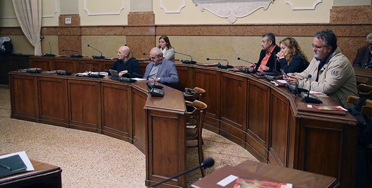Caos 5Stelle, la maggioranza prende tempo, Consiglio comunale rinviato, si scatenano le opposizioni