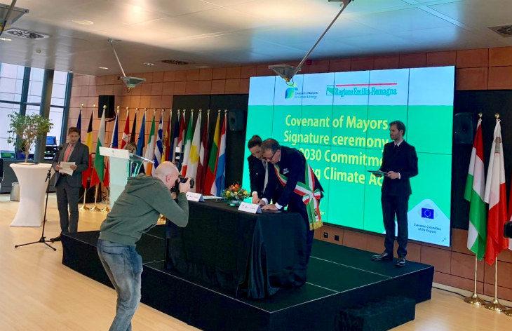 Il vicesindaco metropolitano Fausto Tinti ha firmato a Bruxelles il Patto dei Sindaci per l'energia sostenibile