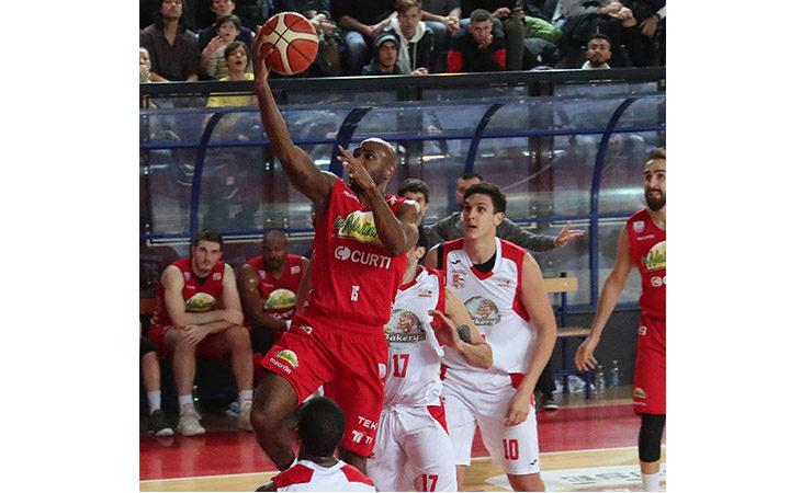 Basket A2, il derby tra Andrea Costa e Ravenna sorride ai ragazzi di coach Di Paolantonio