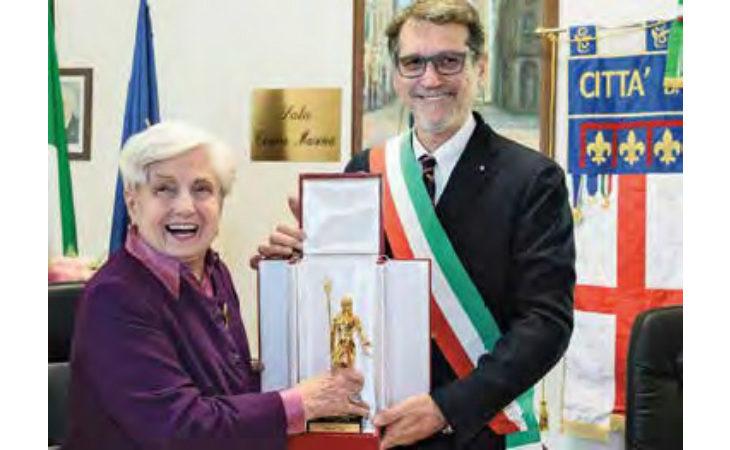 Il sindaco di Bologna ha consegnato il «Nettuno d'Oro» ad Adriana Lodi, la «mamma» degli asili nido