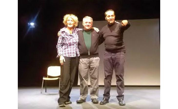 La vita in «Una mano», lo spettacolo scritto e interpretato da Paolo Facchini raccontato da lui stesso