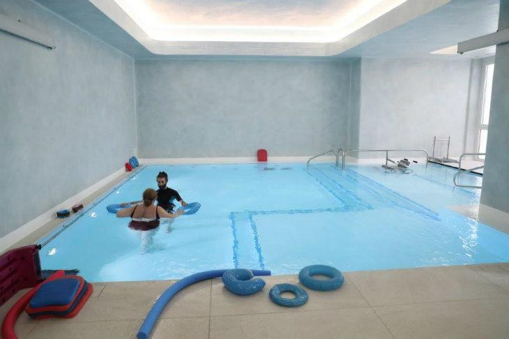 L'ospedale di Montecatone apre la piscina agli utenti esterni per eseguire sedute di terapia in acqua