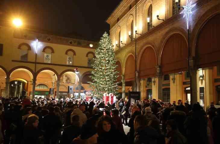 Accensione dell'albero di Natale e delle luminarie in piazza Matteotti – IL VIDEO