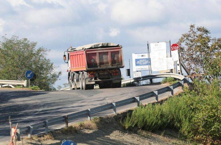 Discarica ferma da due anni, ma i camion dove vanno?