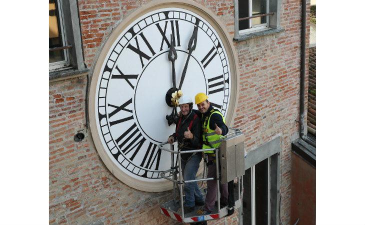 Da lunedì 9 dicembre e per tutte le feste natalizie l'orologio del Comune scandirà le ore