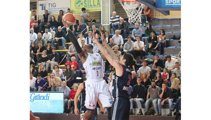Basket A2, ad Orzinuovi l'intervallo lungo fa bene all'Andrea Costa