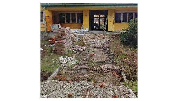 Lavori a rilento alla scuola materna «Rodari», il Comune di Ozzano ricambia la ditta