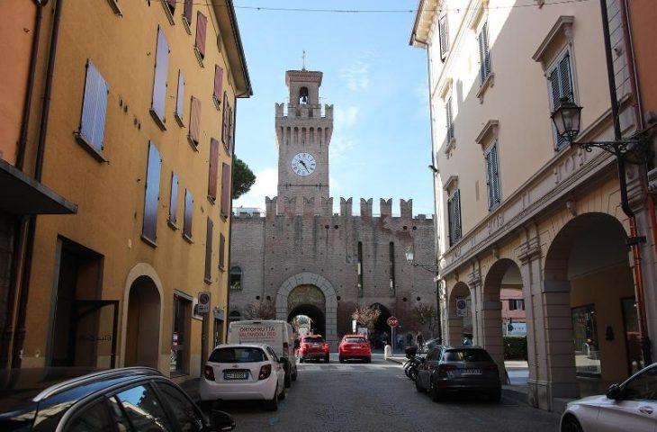 Nuovo porfido in centro e poi bancarelle in piazza a Castel San Pietro