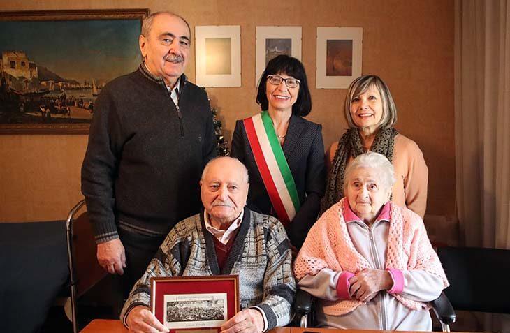 """Roberto Gavanelli, il """"facchino eroe' che salvò una bambina, ha compiuto cento anni"""