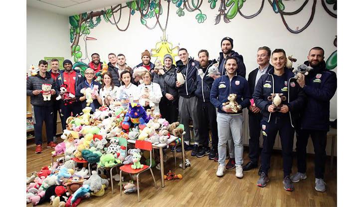 L'Andrea Costa ha donato più di 200 peluches al reparto di pediatria dell'ospedale di Imola