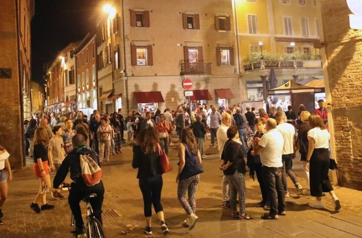 """Centro storico, la proposta di Ascom: """"Auto elettriche e ibride in piazza Gramsci'"""