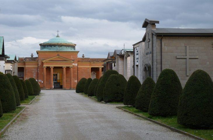 Loculi e ossari più cari nei cimiteri di Medicina