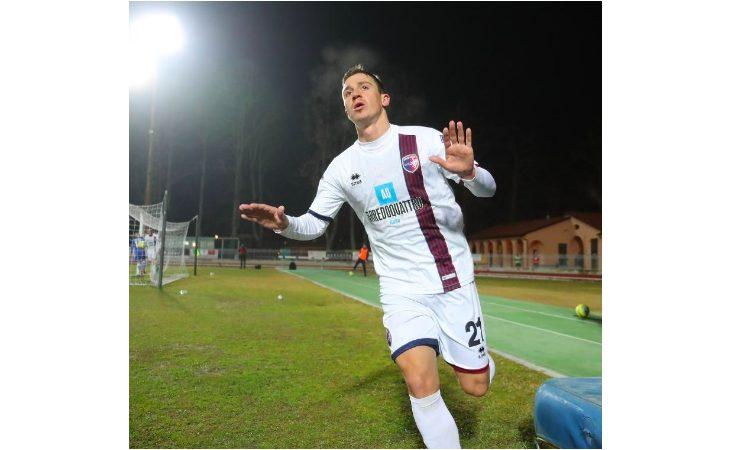 Calcio serie C, parla l'attaccante Matteo Chinellato: «Imolese ci salveremo, ma serve calma»