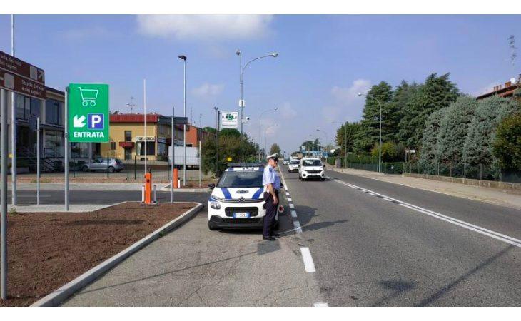 Al volante senza patente e senza assicurazione, denunciato un 42enne fermato a Castello grazie al targasystem