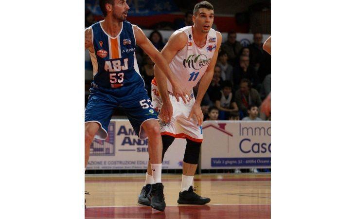 Basket serie B, dura solo un tempo la resistenza di Ozzano contro Fabriano