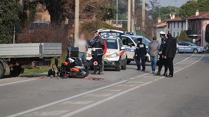 Grave incidente sulla via Montanara a Linaro, motociclista in prognosi riservata