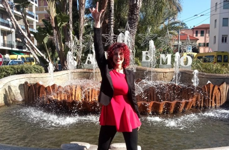 La cantante imolese Filomena Damato a Sanremo per presentare «Vivilo adesso»