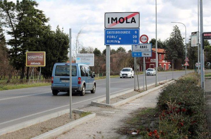 Nuovo asfalto e finiture per la ciclabile in via Emilia