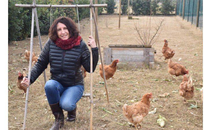 Simona Landi racconta il Pollaio sociale di Seacoop alla trasmissione «I soliti ignoti» di Amadeus su Rai 1