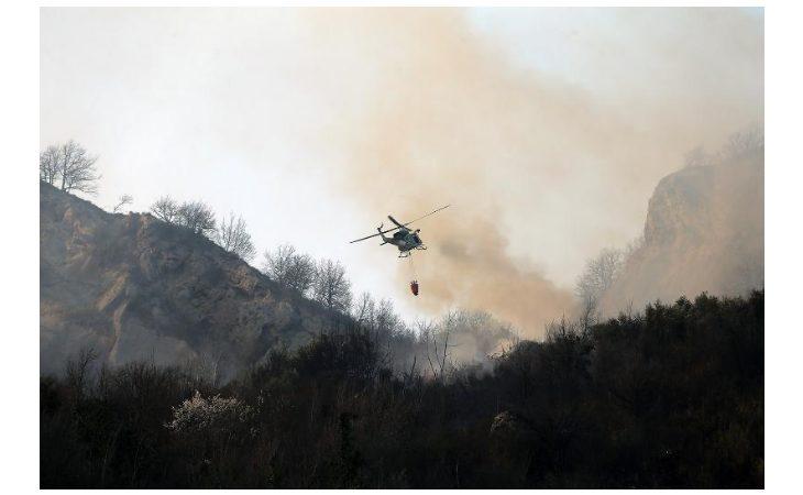 Vasto incendio a Borgo Tossignano, a fuoco più di cinque ettari di bosco