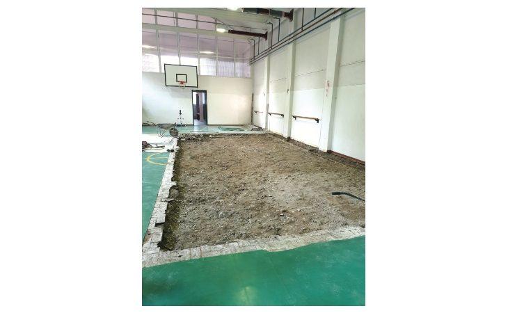 Crepa e pavimento abbassato, chiusa la palestra della scuola primaria Minghetti di Ozzano