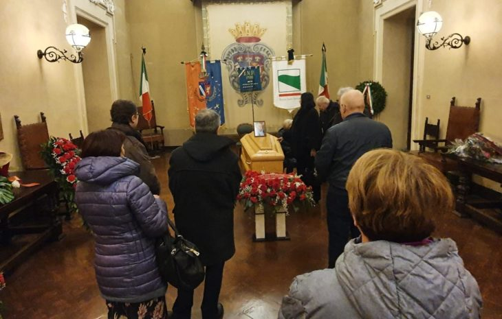Funerali Solaroli, tanta gente alla camera ardente. Pesano le limitazioni per il coronavirus