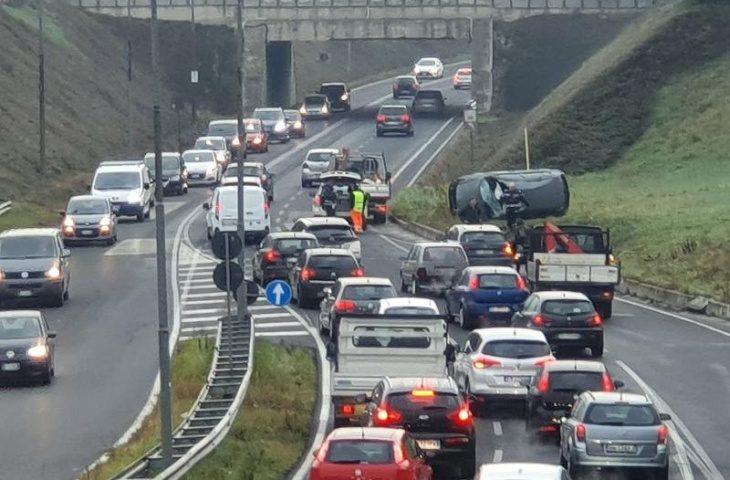 Incidenti sulla Bretella, per Area Blu la causa è la velocità
