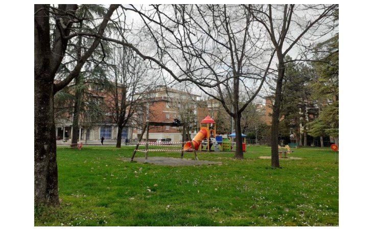 Coronavirus,  in Emilia-Romagna chiusi parchi e giardini pubblici. Per motivi di salute uscite a piedi o in bici solo vicino a casa