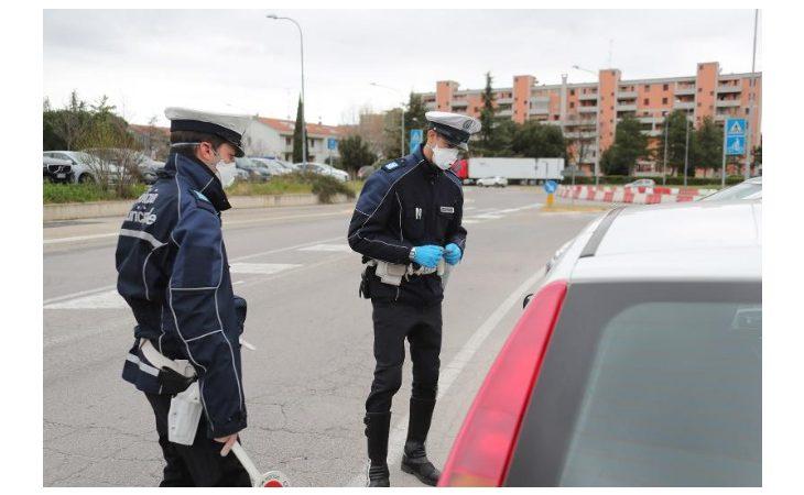 Coronavirus, polizia locale e carabinieri denunciano una ventina di persone a Imola