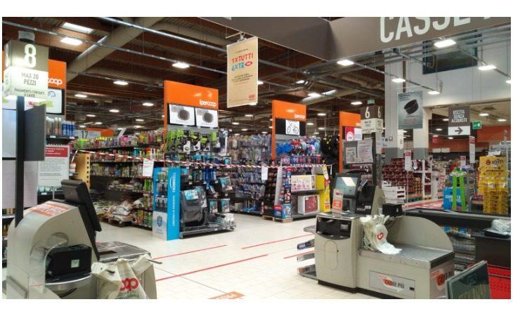 Coronavirus, da domani in Emilia-Romagna supermercati chiusi la domenica. Escluse farmacie e parafarmacie. Vietato l'accesso anche ai cimiteri comunali