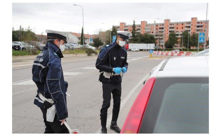 Coronavirus, a Imola prime sanzioni con il nuovo decreto. Sorpresi tre giovani senza una valida giiustificazione a bordo di un'auto