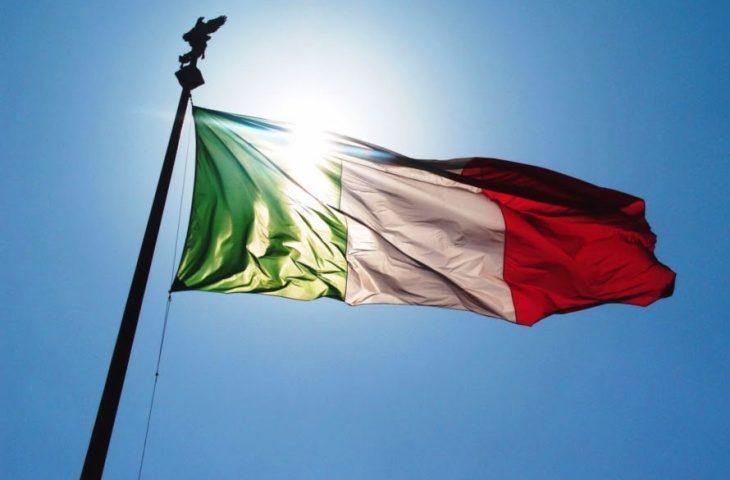 Coronavirus, a mezzogiorno bandiere a mezz'asta e minuto di silenzio in memoria delle vittime