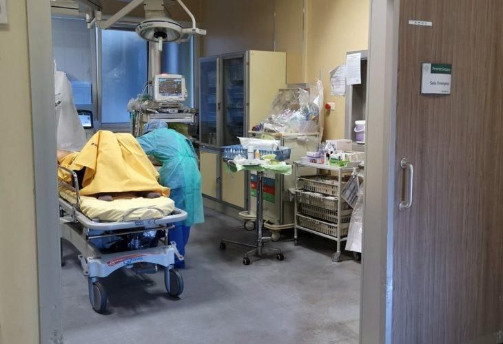Coronavirus, i consigli dell'oncologo Antonio Maestri: «No al fa-da-te con i farmaci»