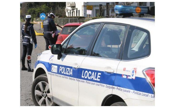 Coronavirus, dopo un paio di giorni «tranquilli» la polizia locale sanziona 4 persone a Imola