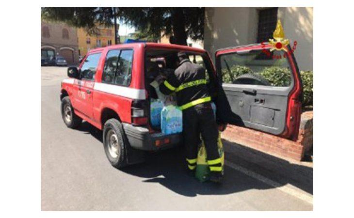 Coronavirus, vigili del fuoco portano generi di prima necessità e medicinali ai cittadini di Casalfiumanese