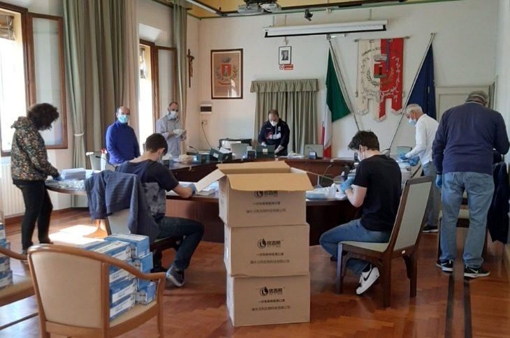 E' cominciata ad Ozzano Emilia la distribuzione porta a porta delle mascherine donate dalla Regione