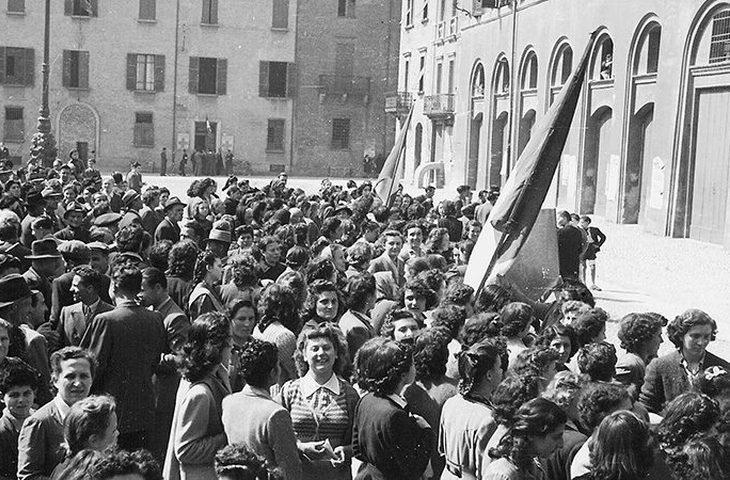 Il ricordo della Liberazione di Imola affidato alle campane della torre del municipio