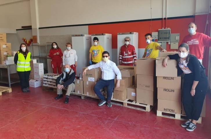 NoiGiovani, Accademia della cucina, International Basket e La vivanderia donano prodotti per 2.600 euro a No sprechi