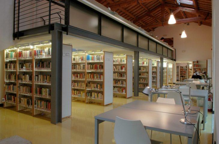 A Castel San Pietro la Protezione civile consegna i libri della biblioteca a domicilio