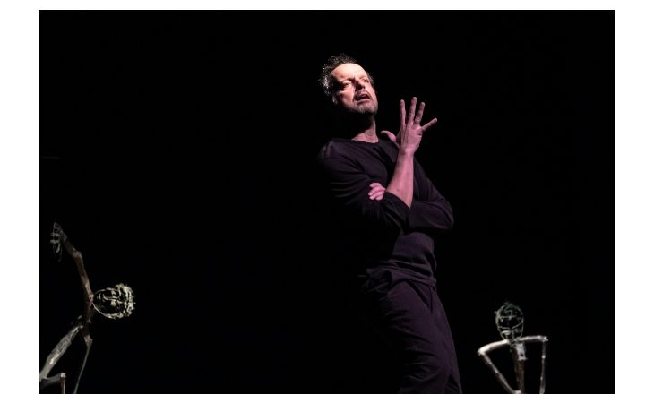 Mario Perrotta interpreta le «ebiche» della sopravvivenza di Vincenzo Rabito