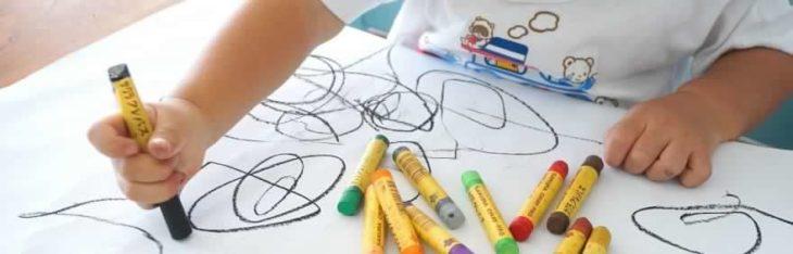 Attività e giochi da fare a casa con bambini da 0 a 6 anni, i consigli di Ies