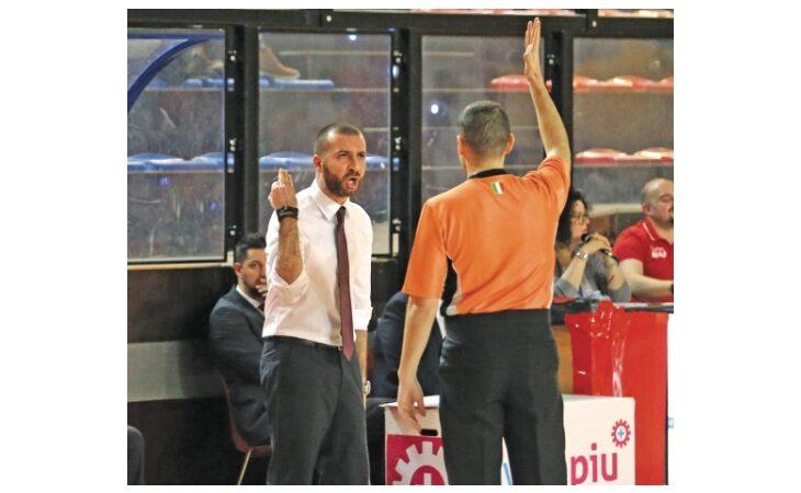 Basket A2, coach Di Paolantonio scioglie le riserve: «Resterei all'Andrea Costa, ma solamente per fare l'A2»
