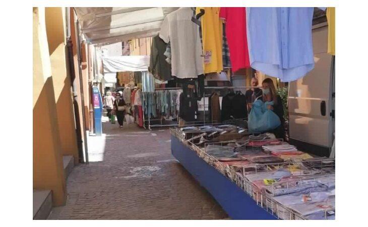 Coronavirus, Confesercenti Imola sulla riapertura dei mercati non alimentari nel Circondario: «Soddisfatti ambulanti e cittadini»