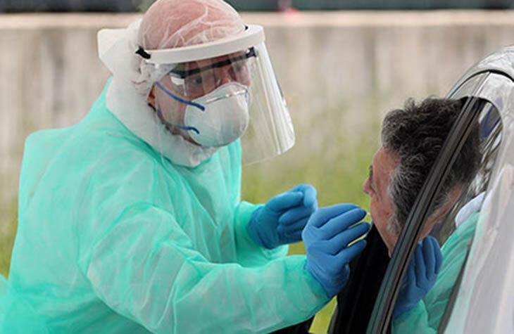 """Coronavirus, a Imola un positivo asintomatico scoperto dopo il test """"privato"""", in regione altri 57 grazie agli screening"""