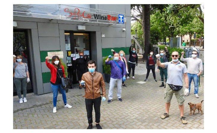 Coronavirus, anche a Imola la protesta di commercianti e professionisti contro le misure restrittive del Governo